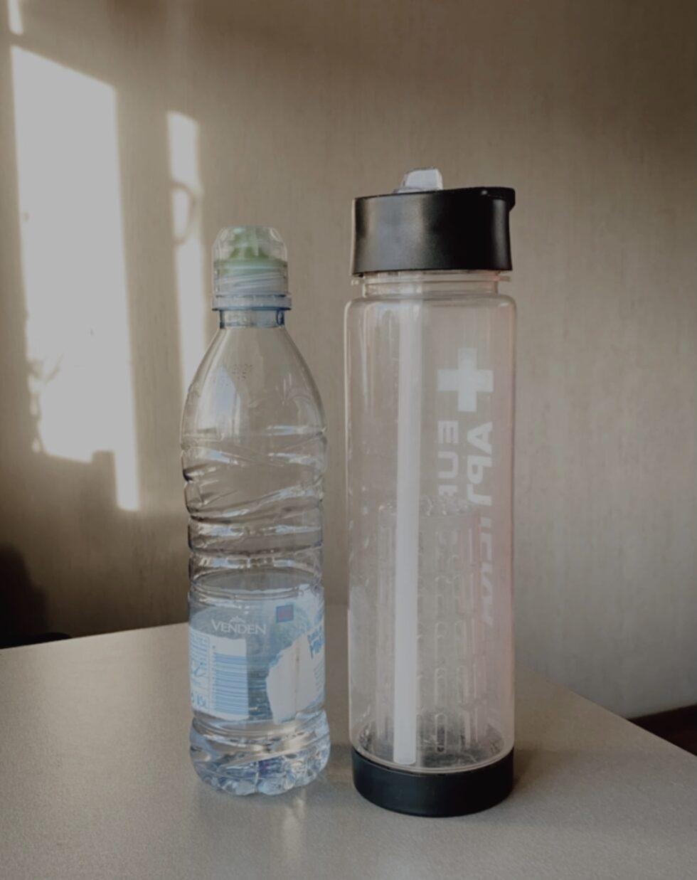 вторичное использование бутылки_ многоразовая бутылка